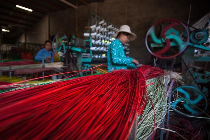 New machines revive mat weaving village, entertainment events, entertainment news, entertainment activities, what's on, Vietnam culture, Vietnam tradition, vn news, Vietnam beauty, news Vietnam, Vietnam news, Vietnam net news, vietnamnet news, vietnamnet