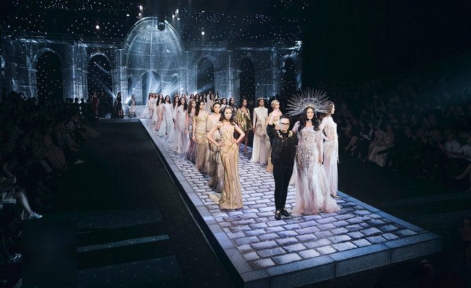2017's eye-catching fashion from Vietnamese designers, entertainment events, entertainment news, entertainment activities, what's on, Vietnam culture, Vietnam tradition, vn news, Vietnam beauty, news Vietnam, Vietnam news, Vietnam net news, vietnamnet new