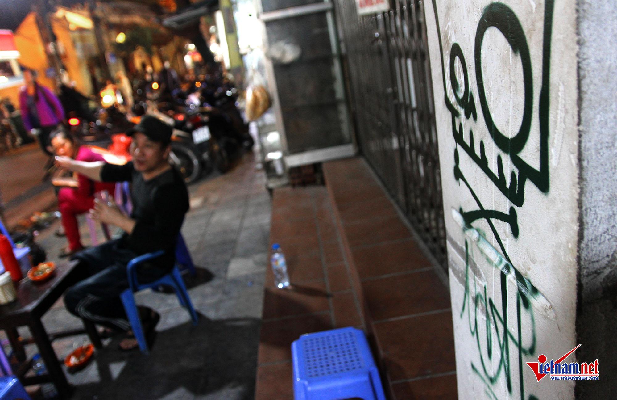 Hanoi Old Quarter suffers graffiti tag rash, entertainment events, entertainment news, entertainment activities, what's on, Vietnam culture, Vietnam tradition, vn news, Vietnam beauty, news Vietnam, Vietnam news, Vietnam net news, vietnamnet news, vietnam
