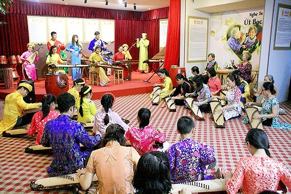 Dan Tranh performances prserve, promote Vietnamese traditional music