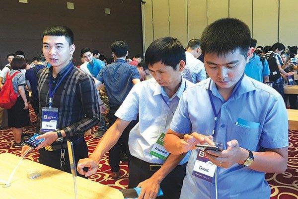 vietnam economy, business news, vn news, vietnamnet bridge, english news, Vietnam news, news Vietnam, vietnamnet news, vn news, Vietnam net news, Vietnam latest news, Vietnam breaking news, smartphone, Samsung, Oppo, Apple