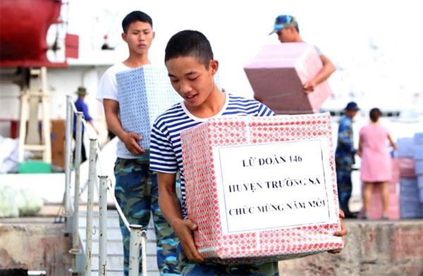 Tet gifts, Truong Sa Island, Vietnam economy, Vietnamnet bridge, English news about Vietnam, Vietnam news, news about Vietnam, English news, Vietnamnet news, latest news on Vietnam, Vietnam