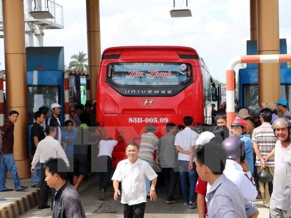 Parking ban at toll stations