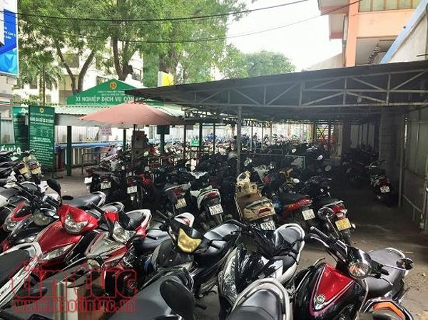 Downtown HCM City parking lots overloaded with motorbikes
