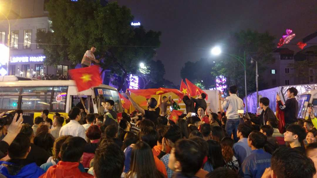 VN football fans celebrate victory of U23 Vietnam team, Sports news, football, Vietnam sports, vietnamnet bridge, english news, Vietnam news, news Vietnam, vietnamnet news, Vietnam net news, Vietnam latest news, vn news, Vietnam breaking news