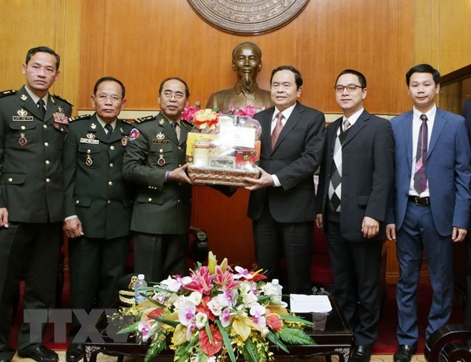 State leader presents Tet gifts in Ho Chi Minh City, Ambassador presents credentials to Portuguese President, VFF leader receives Cambodian army official, Italy to host special event to mark Vietnam-Italy diplomatic ties