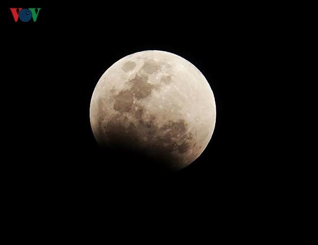 Best pictures of super blue blood moon in HCM City, IT news, sci-tech news, vietnamnet bridge, english news, Vietnam news, news Vietnam, vietnamnet news, Vietnam net news, Vietnam latest news, Vietnam breaking news, vn news
