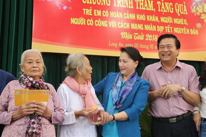 Leaders pay tribute to President Ho Chi Minh on CPV founding anniversary, Leaders pay Tet visits to former Party chief Do Muoi, NA Chairwoman presents Tet gifts to poor families in Long An