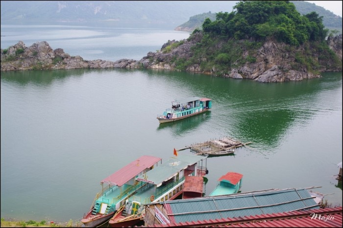 Thung Nai – miniature of Ha Long Bay in northwest, travel news, Vietnam guide, Vietnam airlines, Vietnam tour, tour Vietnam, Hanoi, ho chi minh city, Saigon, travelling to Vietnam, Vietnam travelling, Vietnam travel, vn news