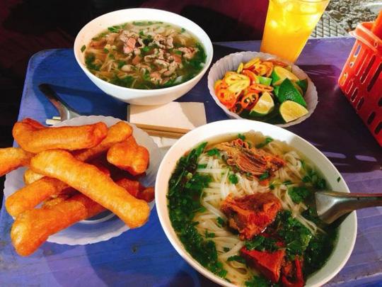 Hanoi night Pho vendor, travel news, Vietnam guide, Vietnam airlines,  Vietnam tour