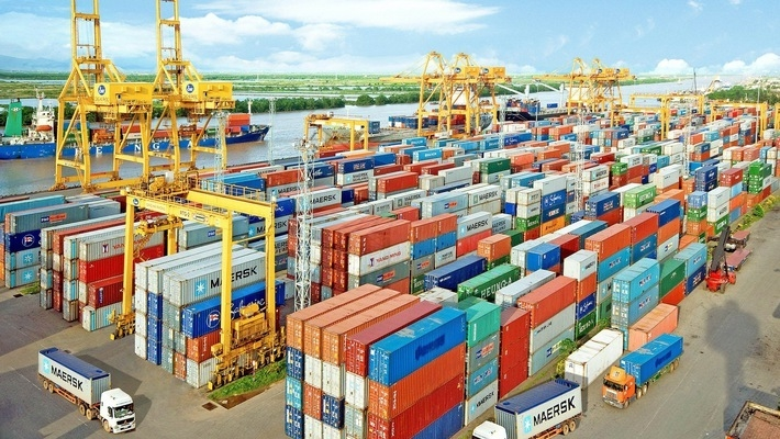 Exports a major driver of Vietnam's growth, Commercial banks report record high profit in 2017, Ministries require not to increase petrol prices, Locally-assembled auto prices lowered, Coal inventory estimated at over 10 million tons
