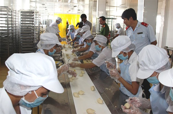 Food Safety Law, inspectors, food additives, Vietnam economy, Vietnamnet bridge, English news about Vietnam, Vietnam news, news about Vietnam, English news, Vietnamnet news, latest news on Vietnam, Vietnam