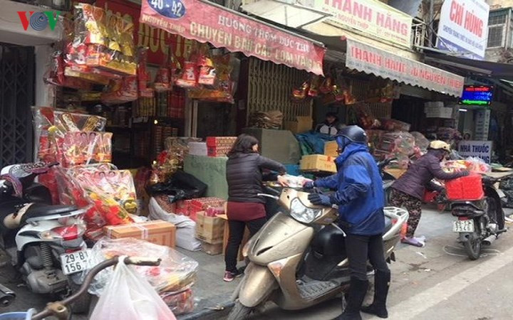 Shops and stalls abuzz with trade for Kitchen God Day, social news, vietnamnet bridge, english news, Vietnam news, news Vietnam, vietnamnet news, Vietnam net news, Vietnam latest news, vn news, Vietnam breaking news