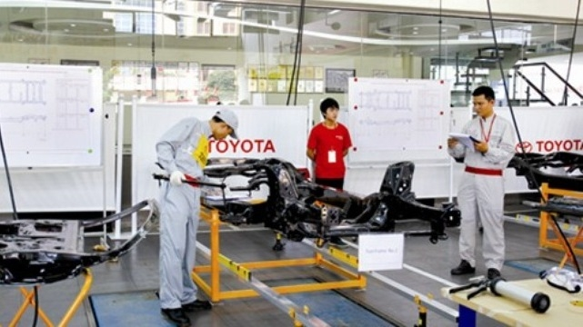 Survey says 70% of Japanese enterprises wish to expand business in Vietnam, Overseas remittances heating up for Tet holiday, UK investors eye aviation projects in Vietnam, HCMC farm production shoots up