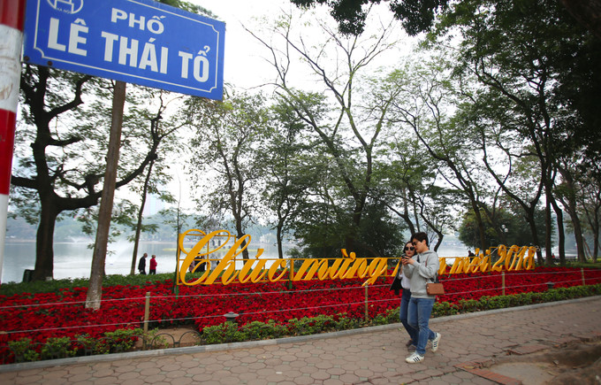 Hanoi streets brightly decorated to welcome Tet, entertainment events, entertainment news, entertainment activities, what's on, Vietnam culture, Vietnam tradition, vn news, Vietnam beauty, news Vietnam, Vietnam news, Vietnam net news, vietnamnet news, vie