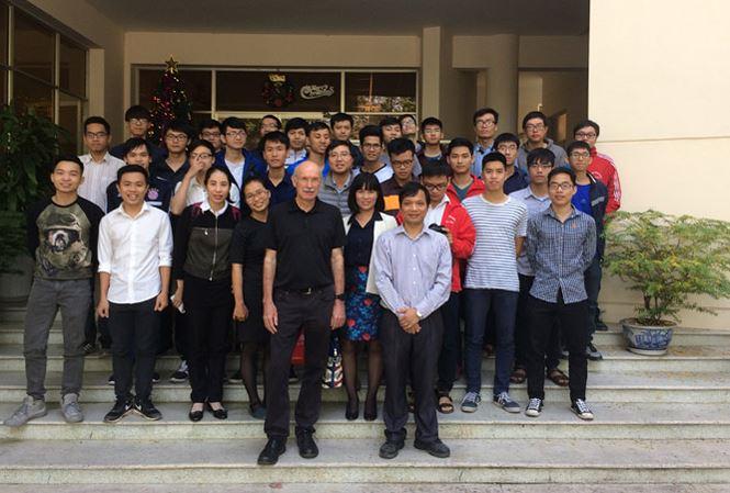 norwegian-professor-of-wireless-modeling-gives-free-lectures-in-vietnam