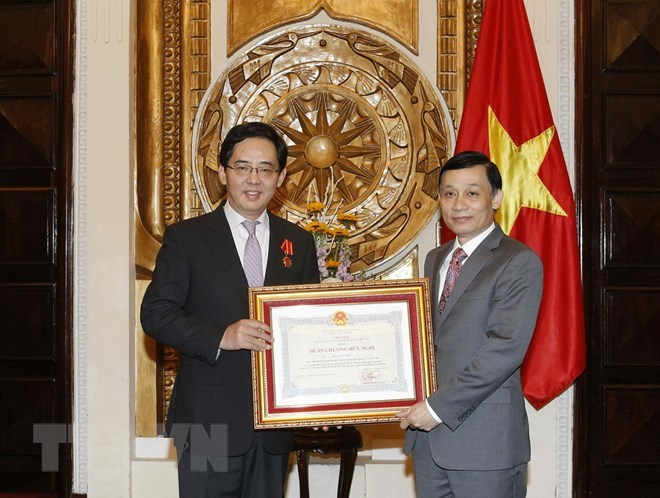 Vietnam's Friendship Order presented to Chinese Ambassador, Government news, Vietnam breaking news, politic news, vietnamnet bridge, english news, Vietnam news, news Vietnam, vietnamnet news, Vietnam net news, Vietnam latest news, vn news
