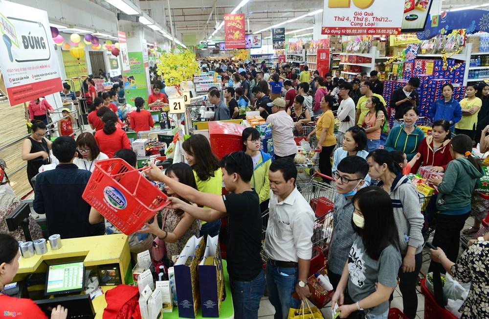 Shops, markets bustling ahead of Tet, vietnam economy, business news, vn news, vietnamnet bridge, english news, Vietnam news, news Vietnam, vietnamnet news, vn news, Vietnam net news, Vietnam latest news, Vietnam breaking news