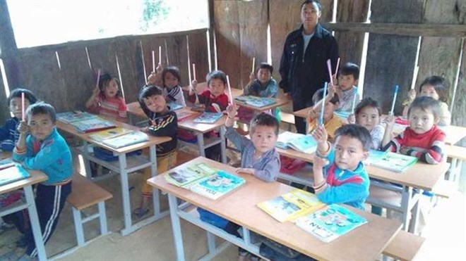 Male teachers stay the course on a difficult road, social news, vietnamnet bridge, english news, Vietnam news, news Vietnam, vietnamnet news, Vietnam net news, Vietnam latest news, vn news, Vietnam breaking news