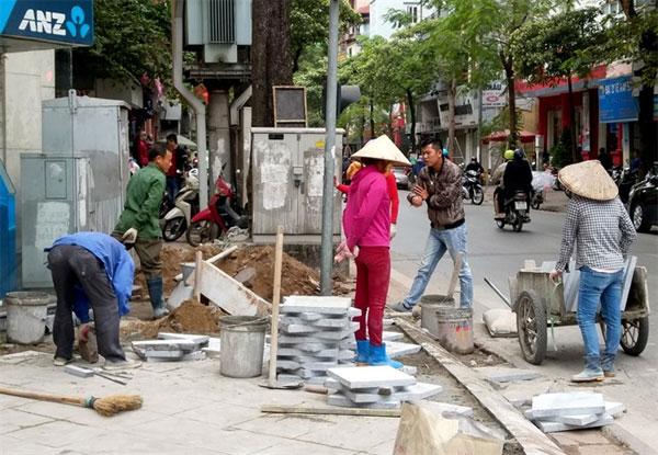 Hanoi's sidewalk paving violations clarified
