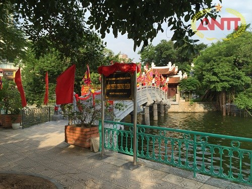 Thuy Trung Tien Temple attracts visitors during Tet