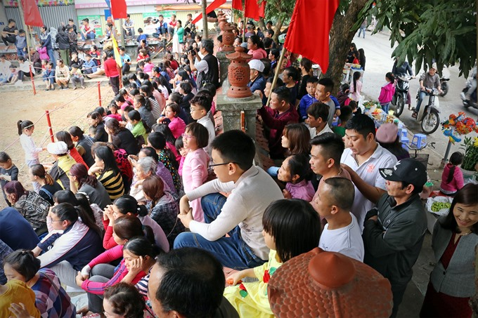 Thuy Linh ball scrambling festival, entertainment events, entertainment news, entertainment activities, what's on, Vietnam culture, Vietnam tradition, vn news, Vietnam beauty, news Vietnam, Vietnam news, Vietnam net news, vietnamnet news, vietnamnet