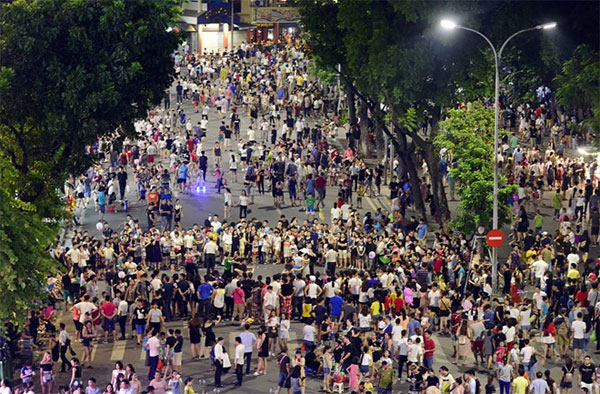 Hanoi Chairman rejects proposal to expand pedestrian space
