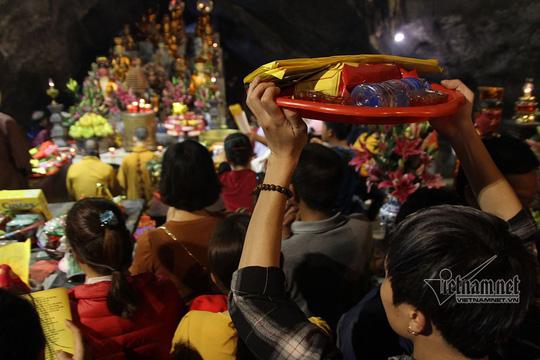 Pilgrims flock to Perfume Pagoda after Tet, social news, vietnamnet bridge, english news, Vietnam news, news Vietnam, vietnamnet news, Vietnam net news, Vietnam latest news, vn news, Vietnam breaking news