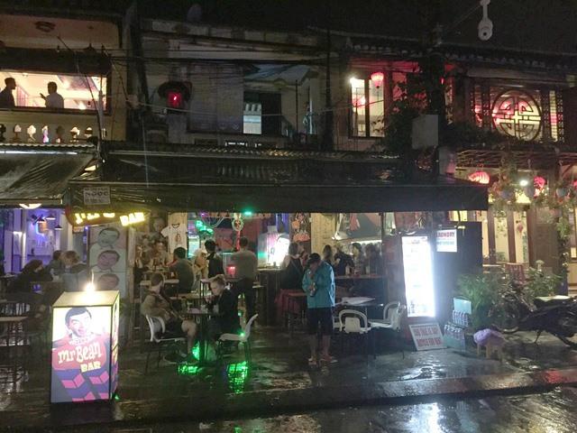 Gov't cracks down on Hoi An bars, restaurants, social news, vietnamnet bridge, english news, Vietnam news, news Vietnam, vietnamnet news, Vietnam net news, Vietnam latest news, vn news, Vietnam breaking news