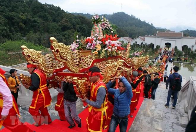 Quang Ninh: Spring festivals start National Tourism Year 2018, travel news, Vietnam guide, Vietnam airlines, Vietnam tour, tour Vietnam, Hanoi, ho chi minh city, Saigon, travelling to Vietnam, Vietnam travelling, Vietnam travel, vn news