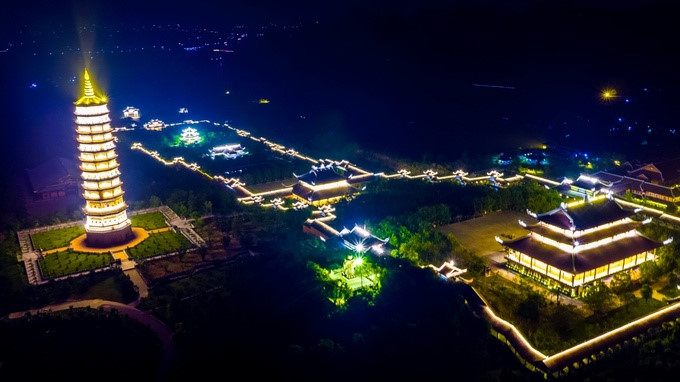 The quiet night glow of Bai Dinh pagoda, travel news, Vietnam guide, Vietnam airlines, Vietnam tour, tour Vietnam, Hanoi, ho chi minh city, Saigon, travelling to Vietnam, Vietnam travelling, Vietnam travel, vn news