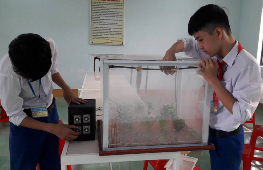 Students create automatic watering pump with waste materials