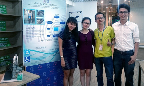 Students invent therapeutic machine for myasthenia patients