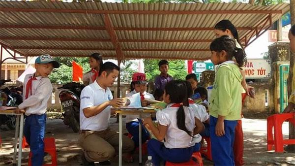 Vietnam's Book Day, book donation, Vietnam economy, Vietnamnet bridge, English news about Vietnam, Vietnam news, news about Vietnam, English news, Vietnamnet news, latest news on Vietnam, Vietnam