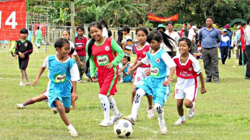15 years of community football program in Thua Thien-Hue, Building Da Nang's trademark as a gateway to heritages, Victims of Son My massacre remembered in US, Floating school built for overseas Vietnamese pupils in Cambodia
