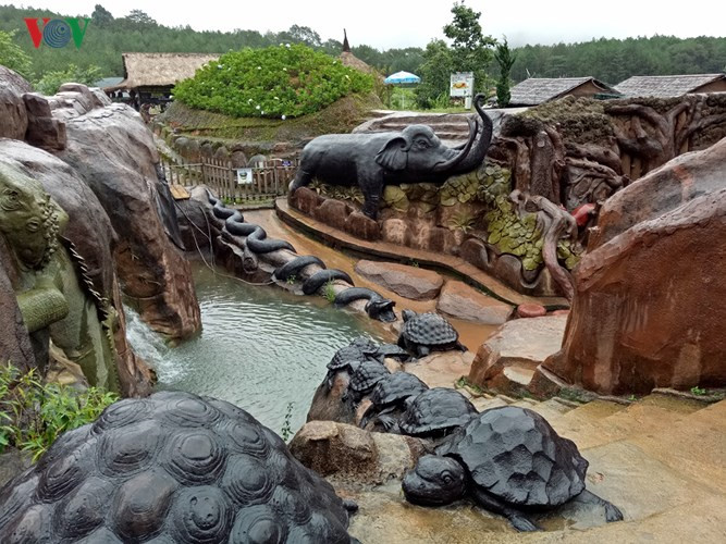 Clay tunnel – Da Lat's model village