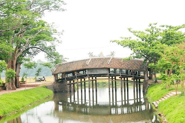 Thanh Toan - 240-year-old tile-roofed bridge in Thua Thien-Hue, thanh toan bridge, travel news, Vietnam guide, Vietnam airlines, Vietnam tour, tour Vietnam, Hanoi, ho chi minh city, Saigon, travelling to Vietnam, Vietnam travelling, Vietnam travel