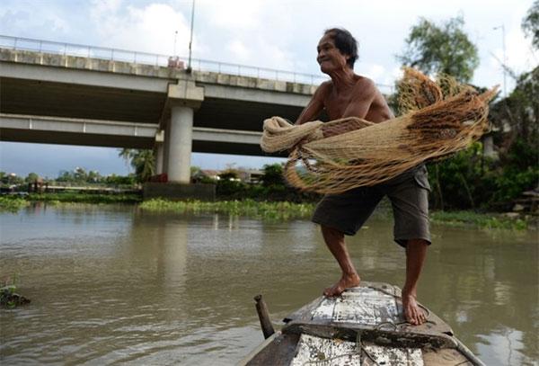 Sai Gon River, true fisher, suicide, Vietnam economy, Vietnamnet bridge, English news about Vietnam, Vietnam news, news about Vietnam, English news, Vietnamnet news, latest news on Vietnam, Vietnam