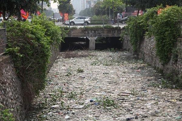 Hanoi, 'garbage river', cleaned up, Vietnam economy, Vietnamnet bridge, English news about Vietnam, Vietnam news, news about Vietnam, English news, Vietnamnet news, latest news on Vietnam, Vietnam