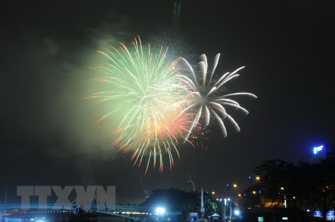 Fireworks to mark Reunification Day, May Day in HCM City, entertainment events, entertainment news, entertainment activities, what's on, Vietnam culture, Vietnam tradition, vn news, Vietnam beauty, news Vietnam, Vietnam news, Vietnam net news, vietnamnet