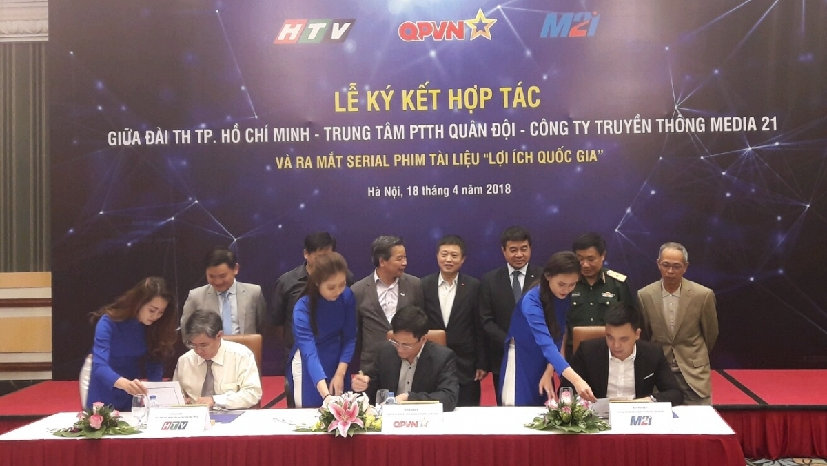 Changes expected to expanded vaccination programme next June, National-scale art programme to mark establishment of Dai Co Viet dynasty, Railway passengers provided with more e-payment options