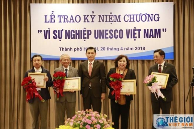 20 individuals presented with UNESCO Vietnam insignia