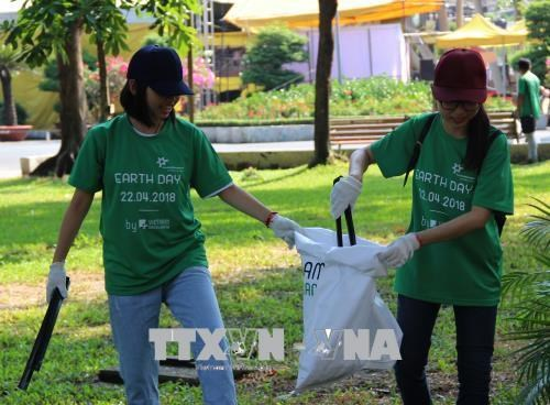 Vietnam's practical activities in response to Earth Day, Institute provides free medicines for poor people in Lang Son, Students get scholarships from Dong Hanh Foundation in Singapore