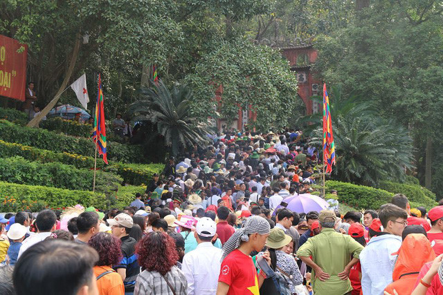 Crowds flood Hung Kings Temple for national festival, entertainment events, entertainment news, entertainment activities, what's on, Vietnam culture, Vietnam tradition, vn news, Vietnam beauty, news Vietnam, Vietnam news, Vietnam net news, vietnamnet news