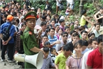 Crowds flood Hung Kings Temple for national festival