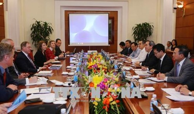 Deputy PM welcomes officials from Singapore's Ministry of Home Affairs, Sri Lankan Parliament Speaker begins Vietnam visit, Vietnam, Laos beef up legislative ties, NA Vice Chairman hosts Ukrainian parliamentarians