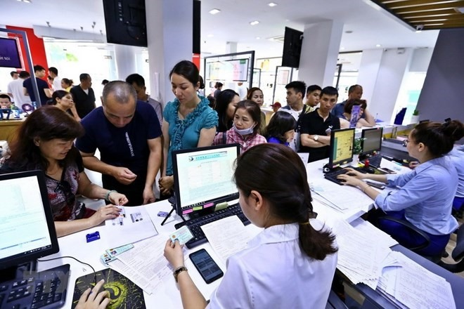 Mobile phone subscribers rush to update personal information
