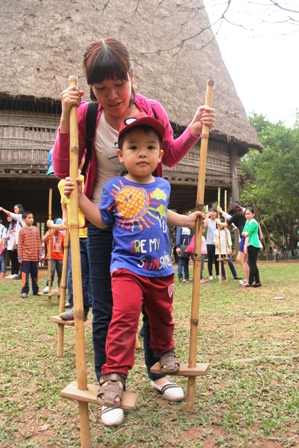 Fun and games at ethnology museum over national holiday, entertainment events, entertainment news, entertainment activities, what's on, Vietnam culture, Vietnam tradition, vn news, Vietnam beauty, news Vietnam, Vietnam news, Vietnam net news, vietnamnet n
