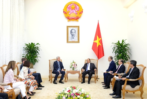 PM receives J.P. Morgan Chase's chairman, Senior leaders meet with voters ahead of National Assembly session, Standing Vice Chairwoman meets voters in Son La, Pocketbooks of Communist Party Manifesto introduced to public