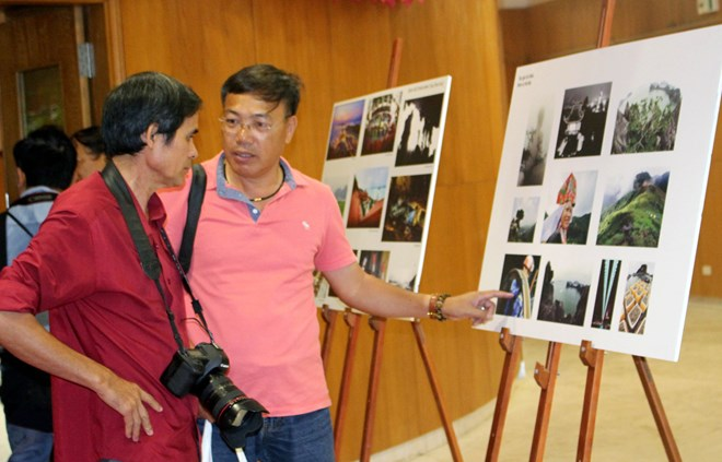 Meeting looks to improve legal aid provision at citizen reception centres, More than 500 youths join Vietnam-China border friendship exchange, 200 photos featuring Quang Ninh tourism on display